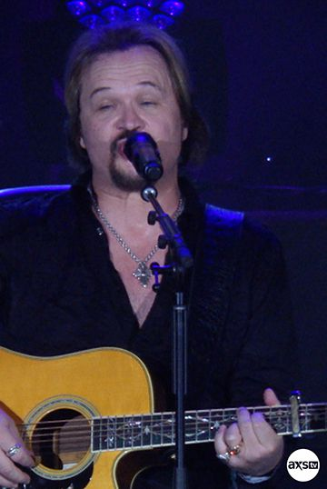 Travis Tritt with a guitar